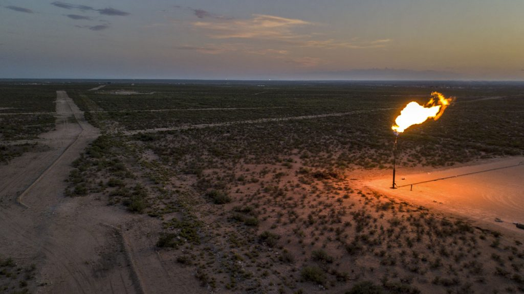Report: Oil business are burning gas– and leaving regulators in the dark